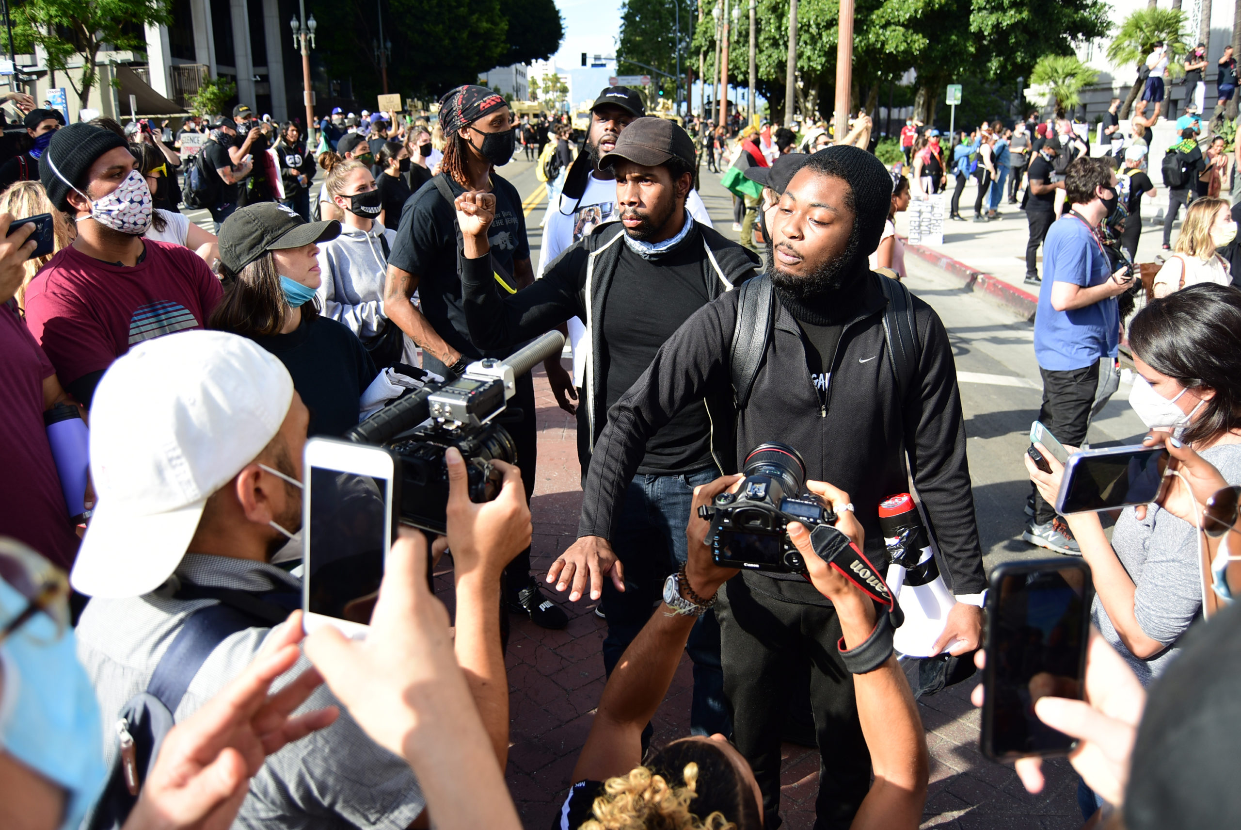 south-pasadena-news-05-31-2020-george-floyd-blm-black-lives-matter-protests-los-angeles-day-2-71