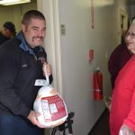 south-pasadena-news-11-23-17-holy-family-and-community-give-out-over-500-turkeys-1